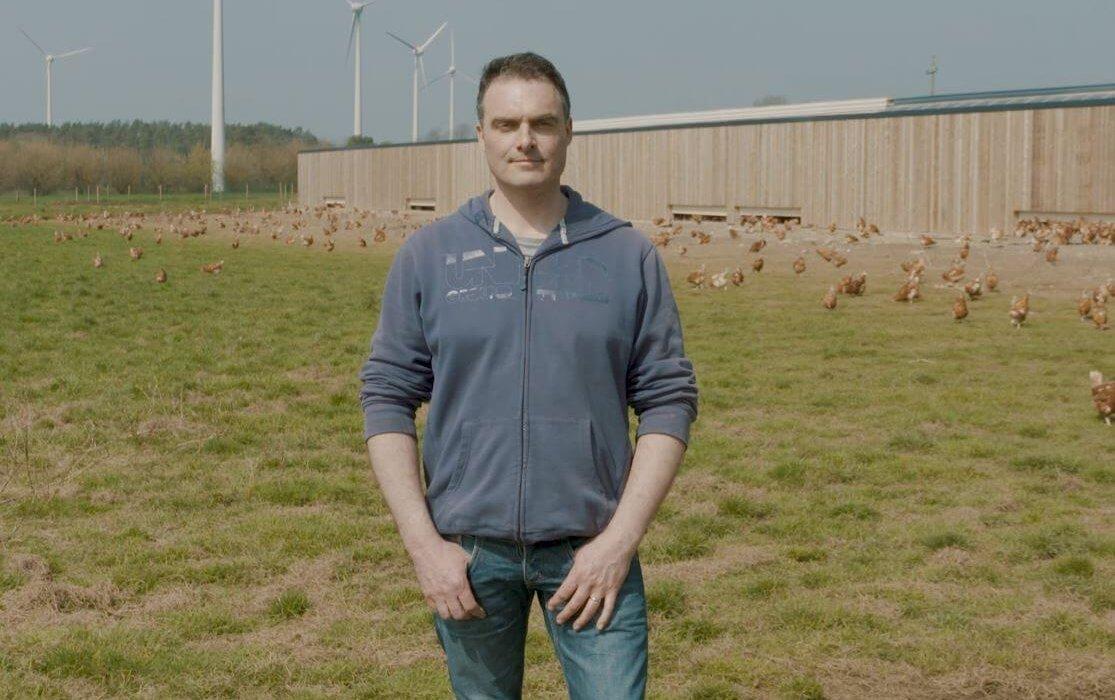 Frédéric Dinel, éleveur de poules pondeuses