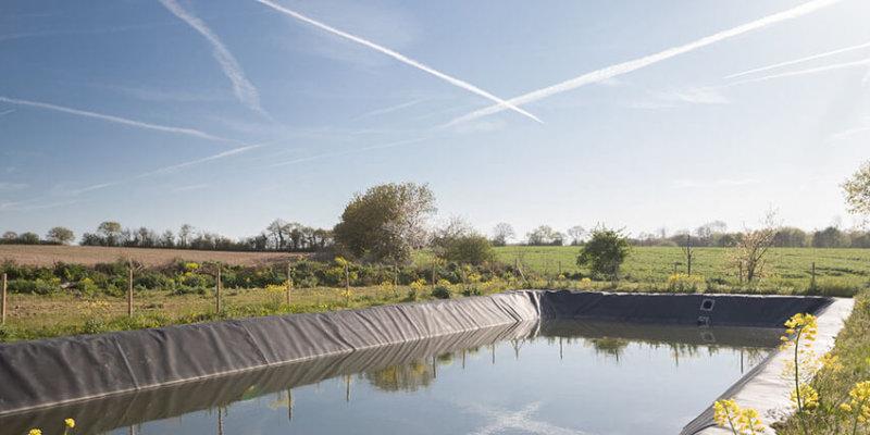 réserve d'eau en exploitation agricole